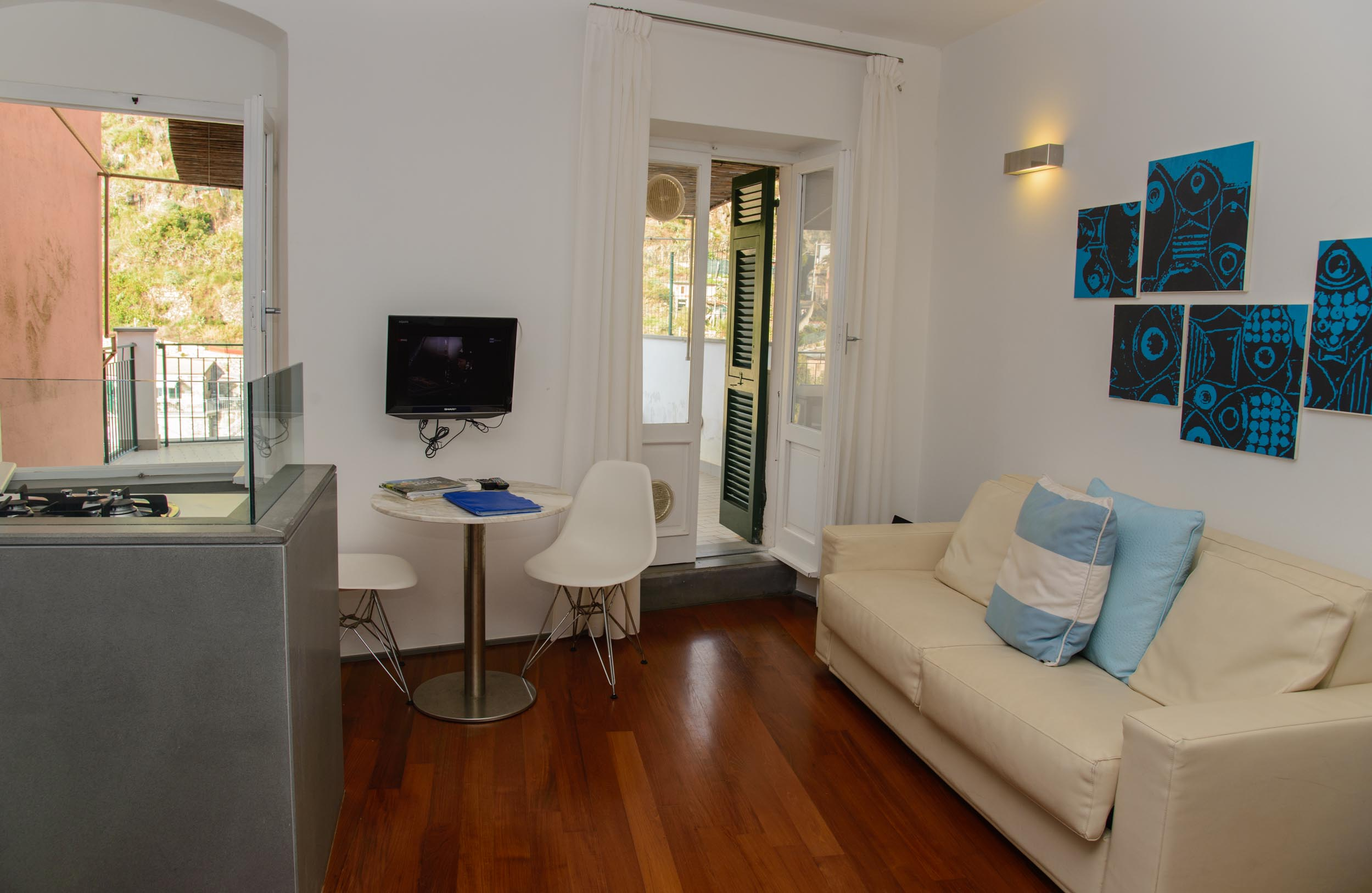 Mediterraneo 1 luxury apartment in manarola cinque terre for Meuble agavi monterosso al mare