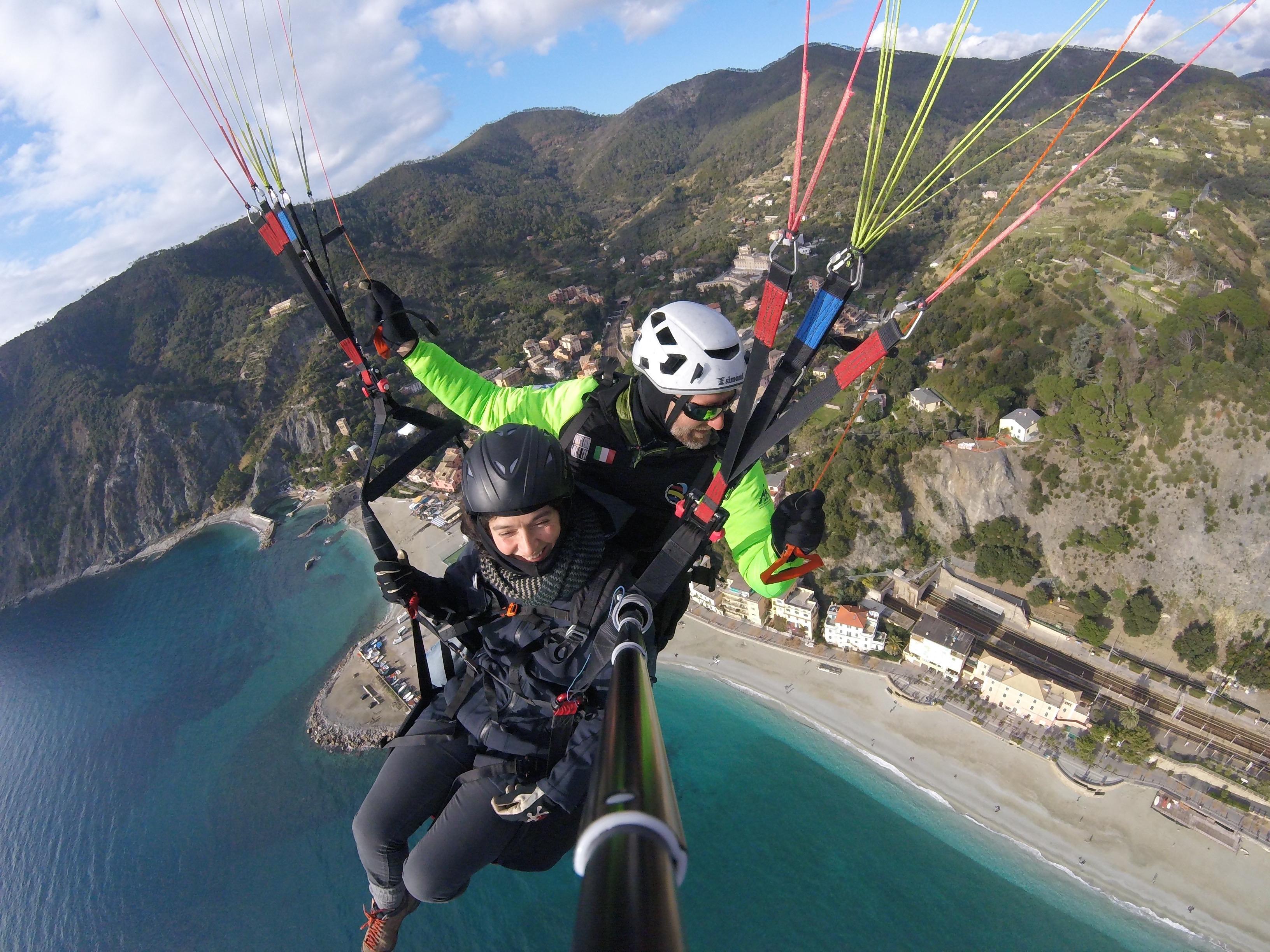 paragliding cinque terre and pisa