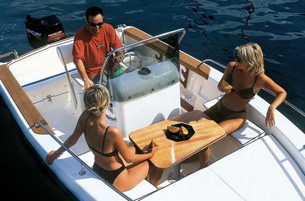 motorboat without skipper la spezia